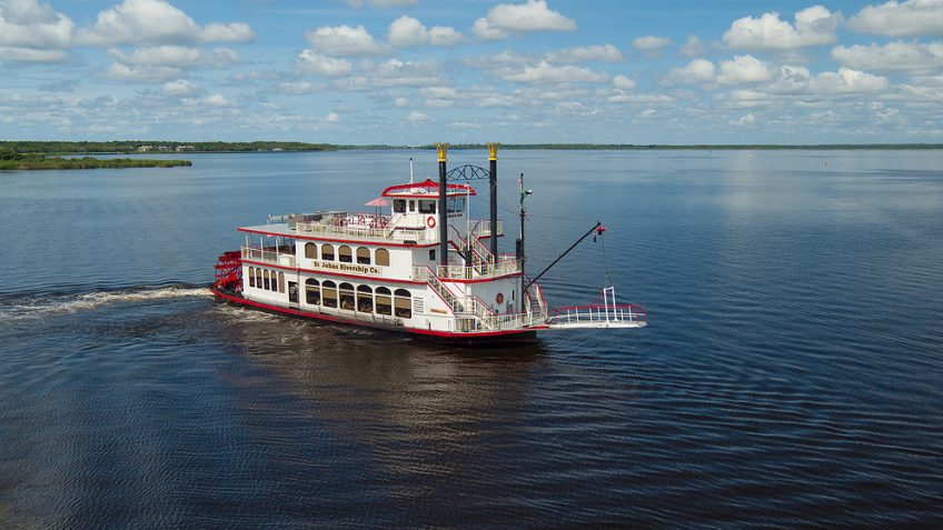 a beauitful day for a boat tour along the st. john's river and lake monroe on the sternwheeler betty lee during an original orlando tours to historic sanford florida for a lunch cruise