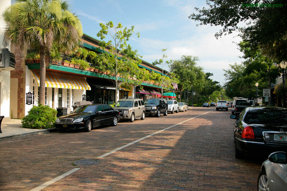 shopping on park avenue in historic old world winter park during original orlando tours